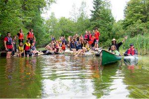 camp-jeune-groupe-radeaux